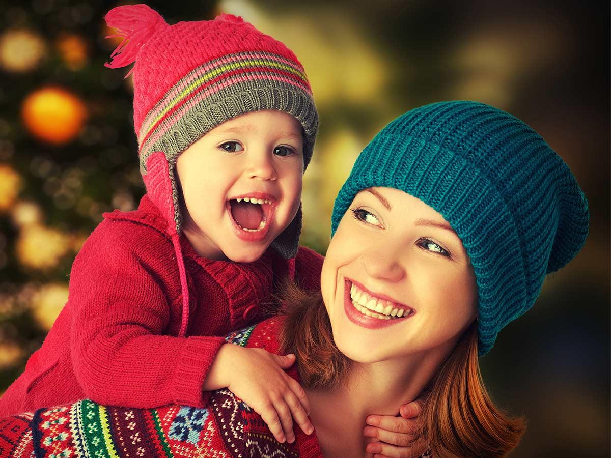 žena s dieťaťom na chrbte