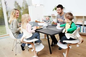 obed na jedálenských stoličkách Nomi