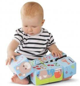 dieťa si rozvíja kreativitu hraním sa